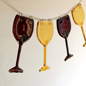 Red & white wine glasses - Bunting